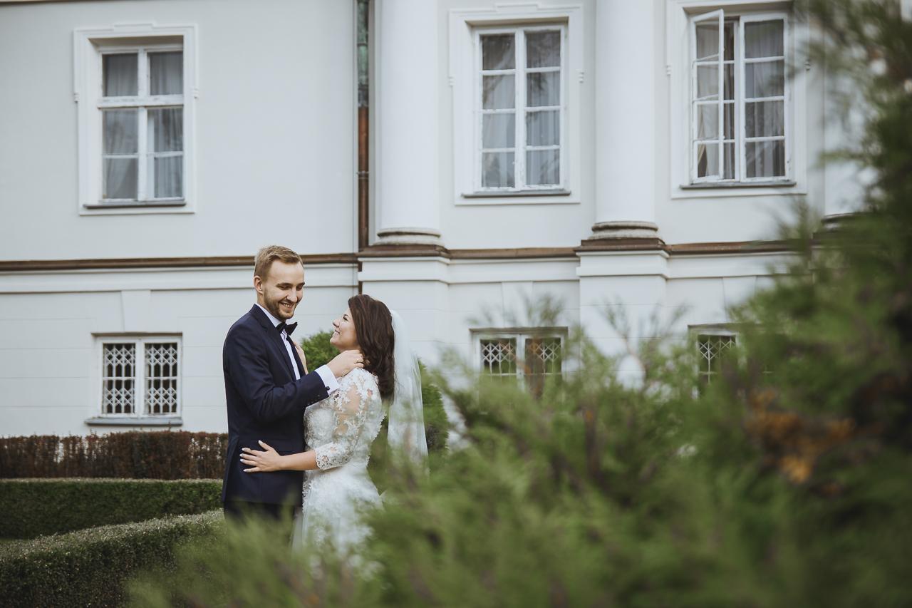 sesja ślubna plenerowa Pałac Lubostroń fotografia ślubna Bydgoszcz Strzelcy Wyborowi