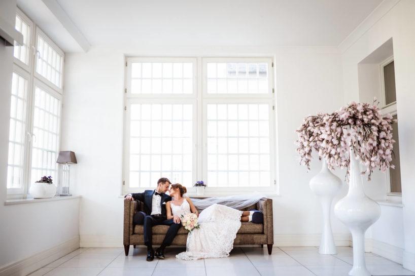 Sesja ślubna w Pałacu Romantycznym, sesja plenerowa